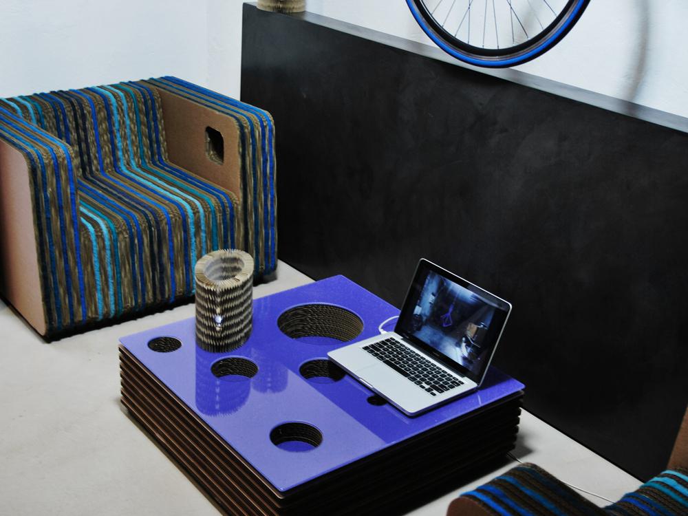 Proposta de móveis feitos com utilizo de papelão